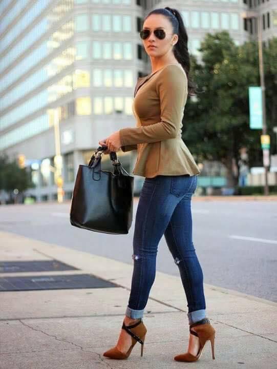 Looks casuales con zapatillas para mujeres de 35 años