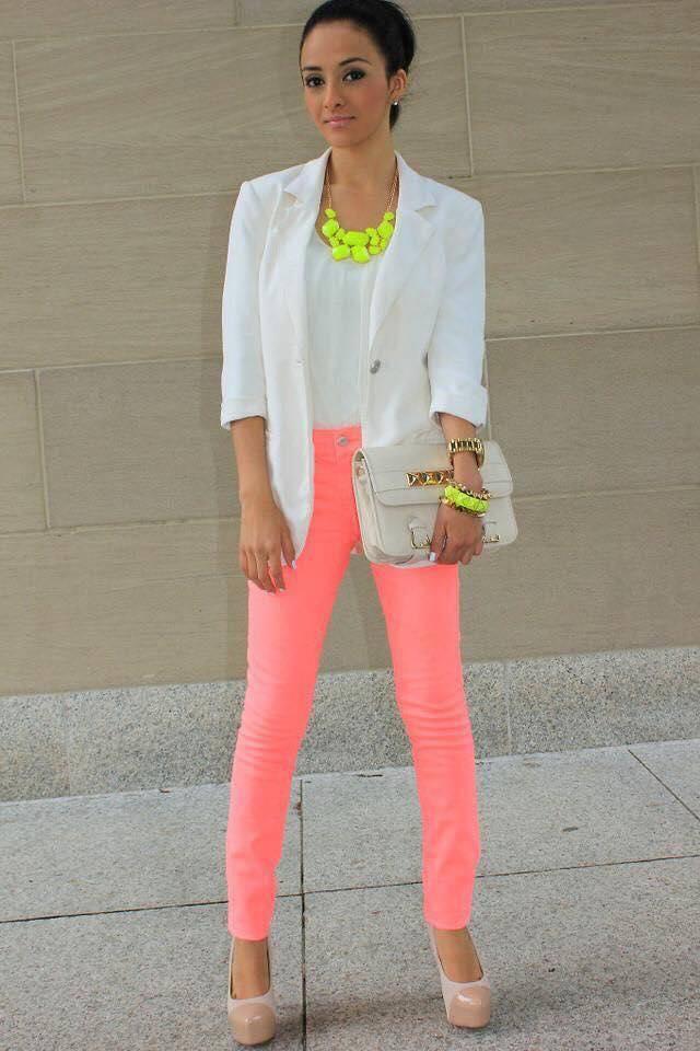 Outfits casuales para llevar tacones rosa palo