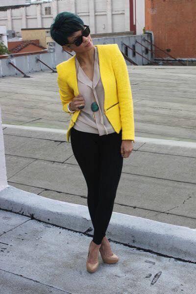 looks casuales para llevar tacones color beige