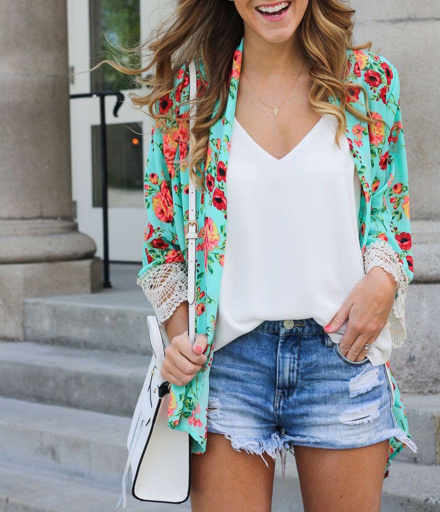 Outfits con quimono y short de mezclilla