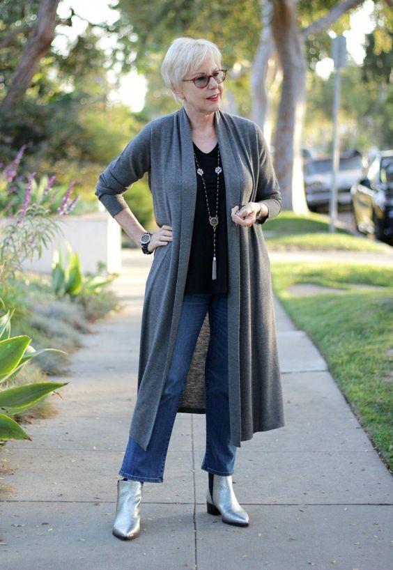 Looks para señoras con sueters largos y jeans