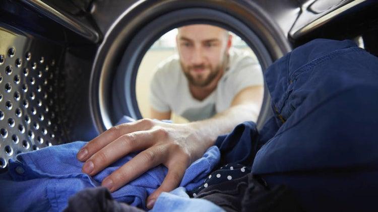 Lava la ropa muy bien