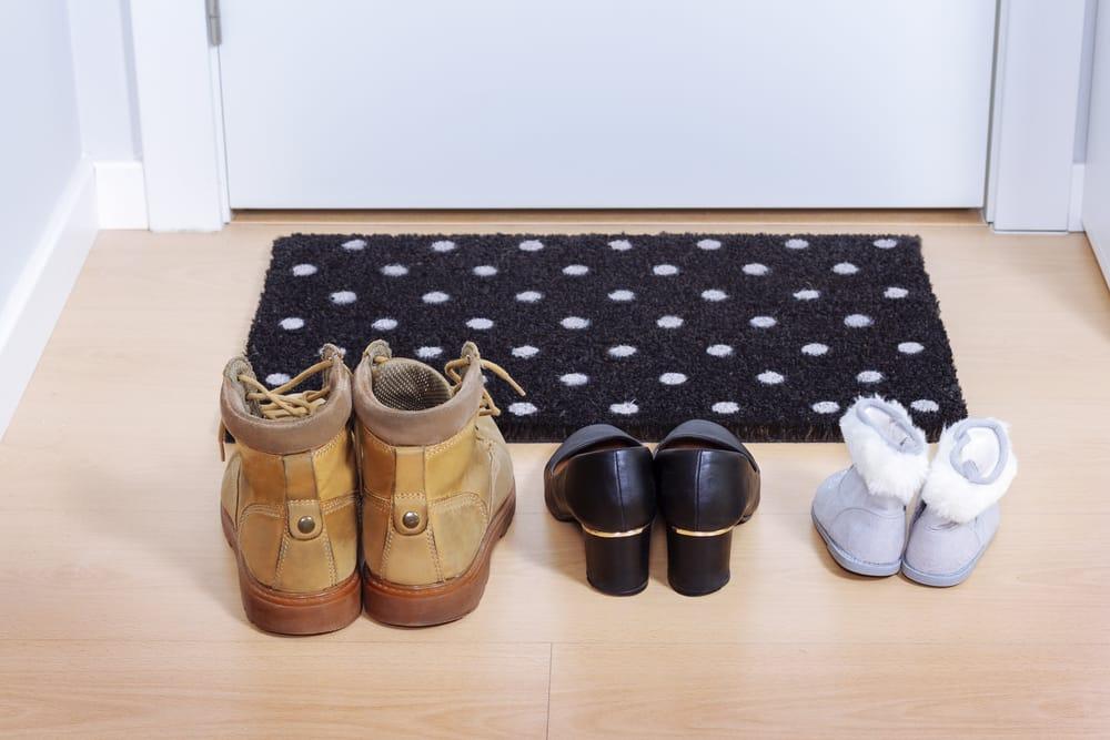 Quítate los zapatos en la entrada