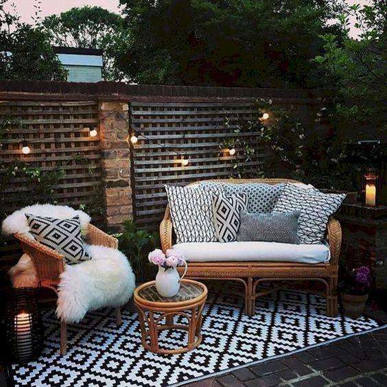 Cómo hacer acogedora un área del patio para convivir en familia
