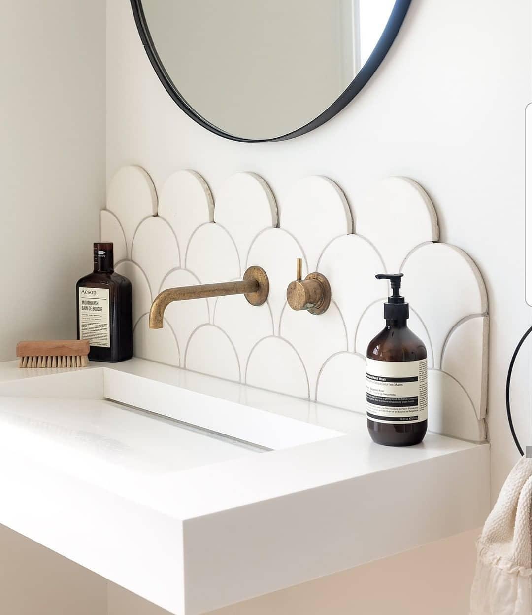 Deshazte de los productos que ya no usas o caducados en tu baño