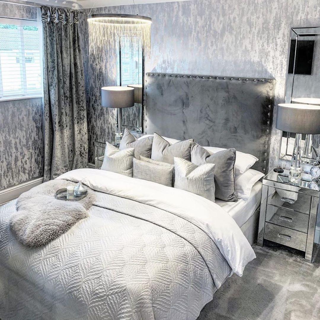 Como redecorar la habitación principal y que se vea moderna gastando muy poco - cambiar buros por de cristal