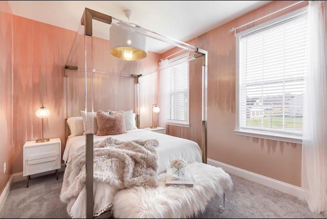 Escoge un sillón para pie de cama elegante para modernizar tu habitación gastando poco
