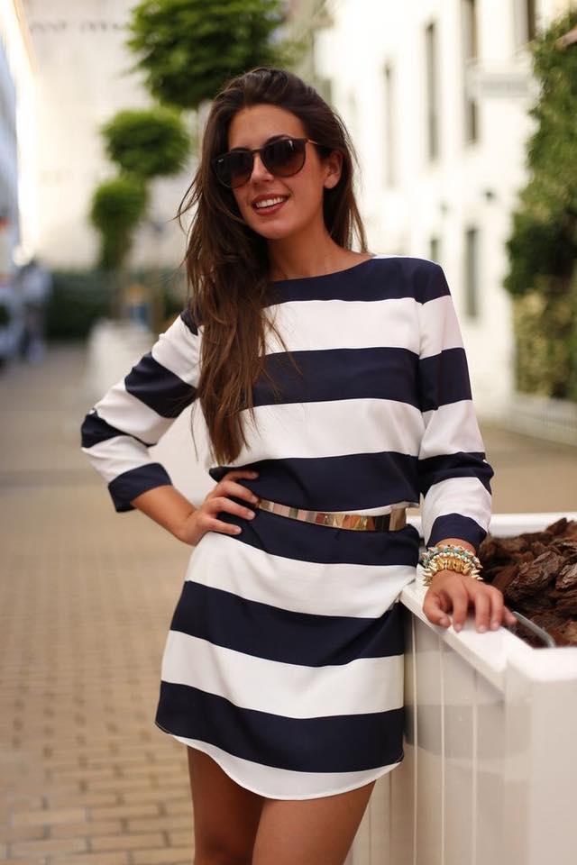 Tendencias de verano - vestido corto a rayas