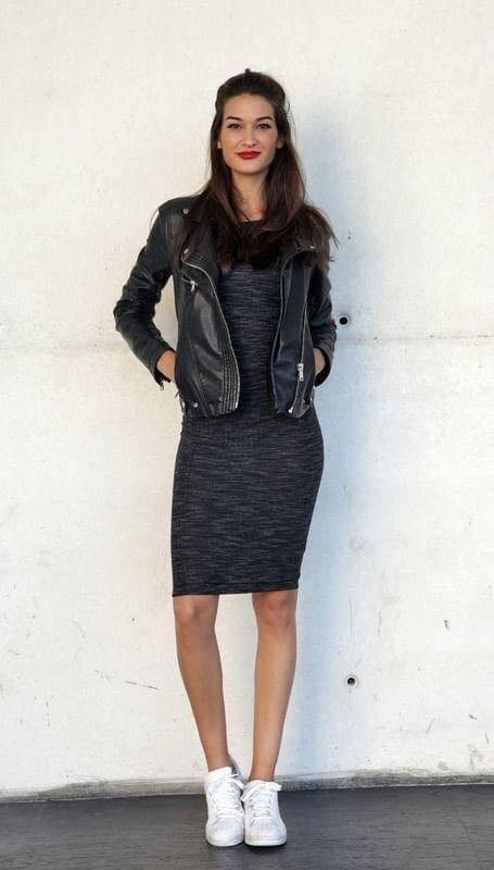 Chaqueta negra con vestido