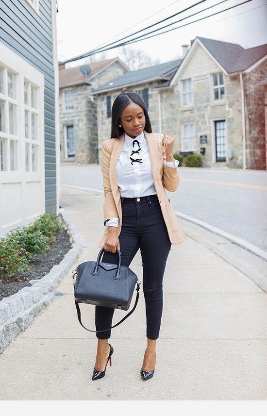 Cómo combinar un blazer beige