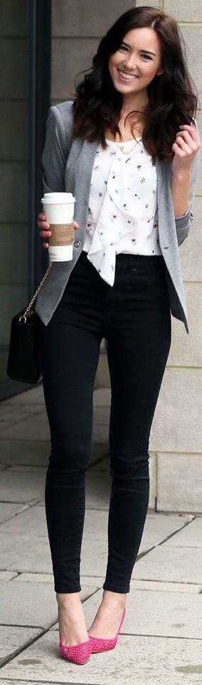 Cómo lucir leggins negros con blazers