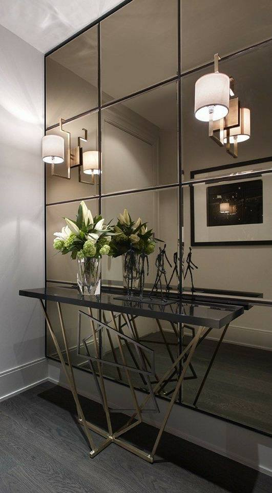 Diseño de recibidor con espejo