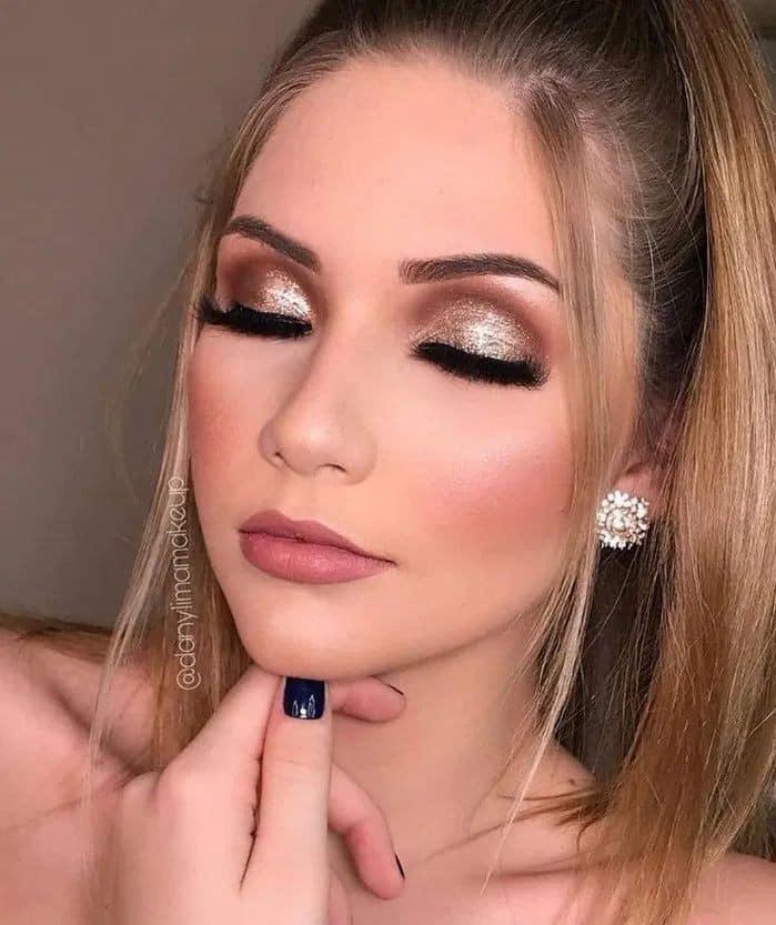 Ideas de maquillaje para chicas de 30 años o más con glitter