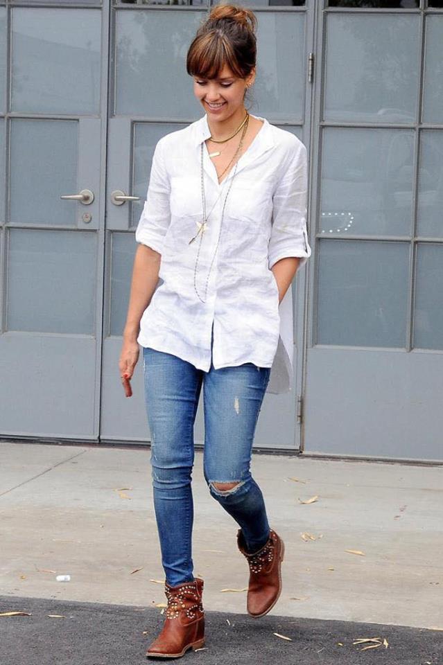 Look con blusa blanca informal