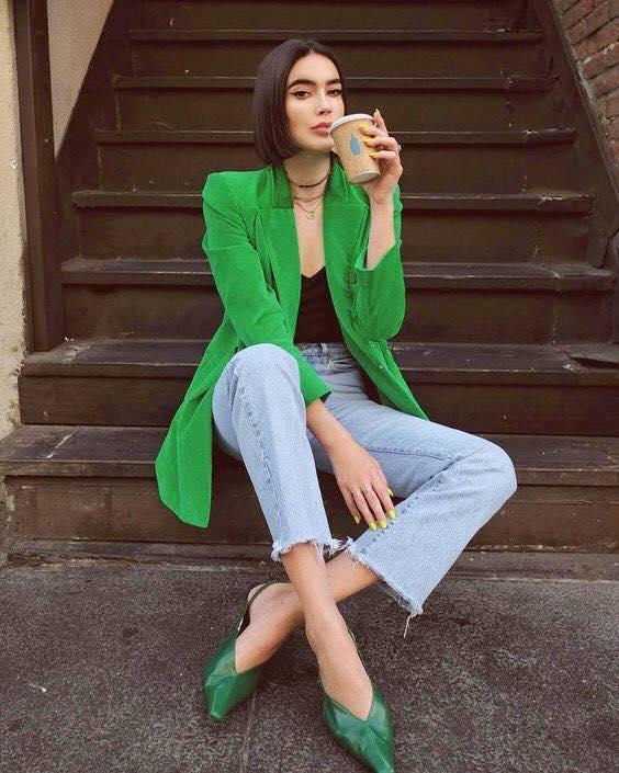Outfit con blazer verde