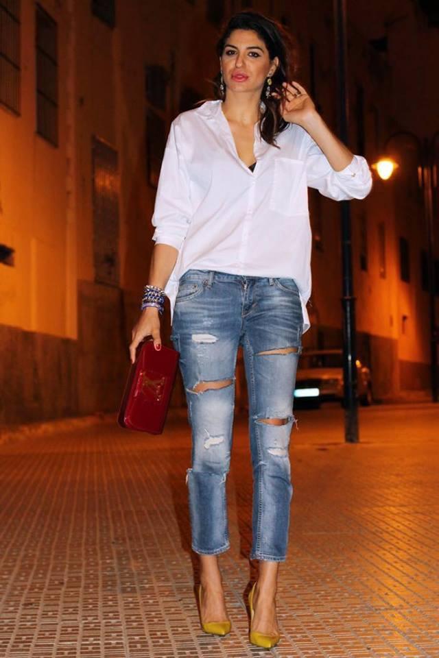 Outfit con blusa blanca y jeans