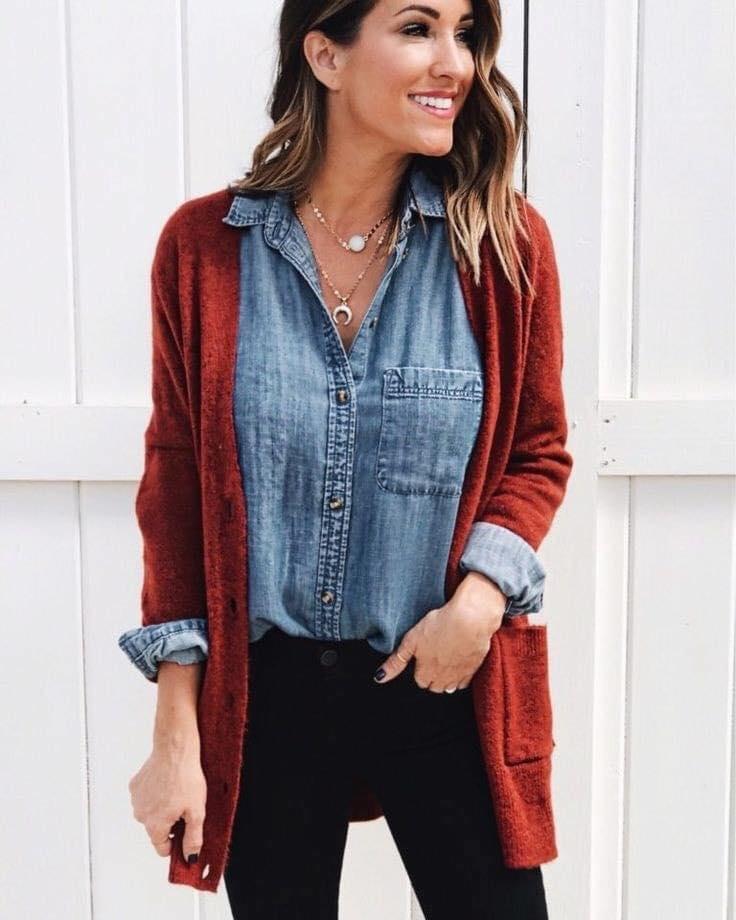 Outfit de mezclilla con suéter