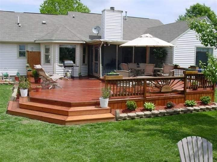 Patios modernos con áreas verdes techados