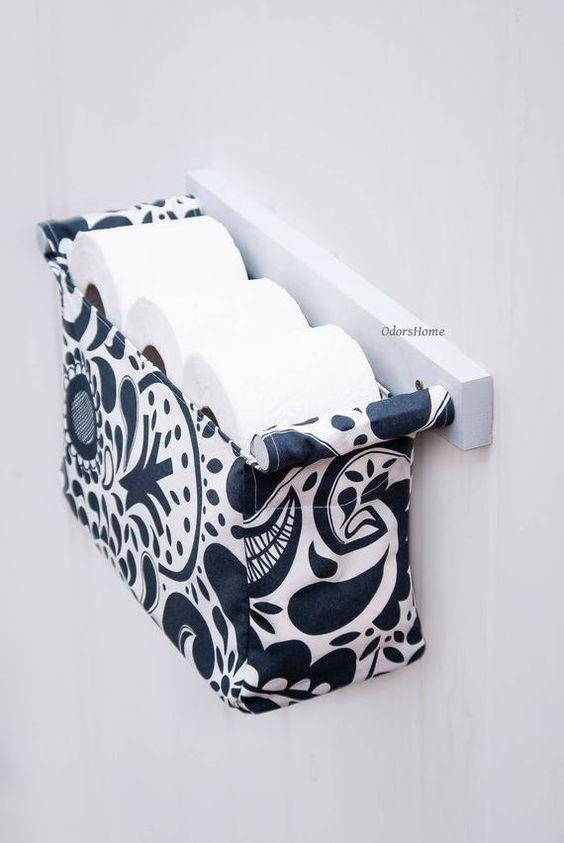 Dónde poner el papel higiénico en material de tela