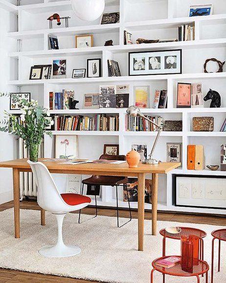 Plano de casa con oficina iluminada