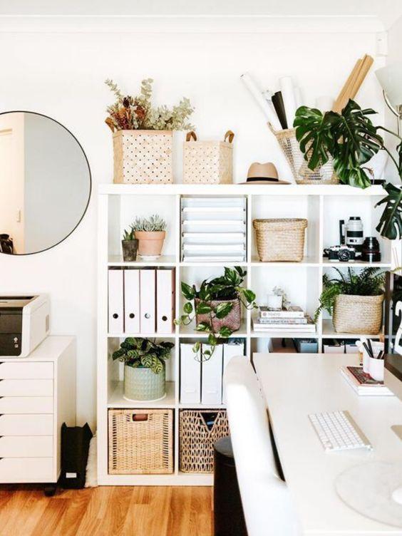 Plano de casa con oficina y almacenadores