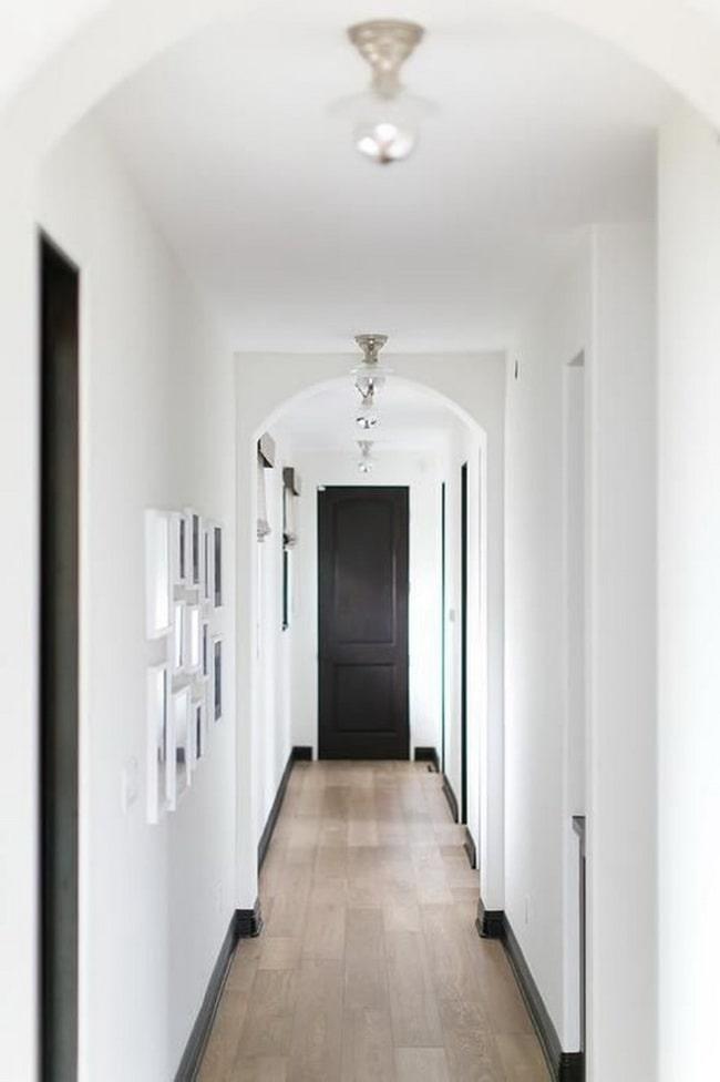 Puerta interior negra alargada