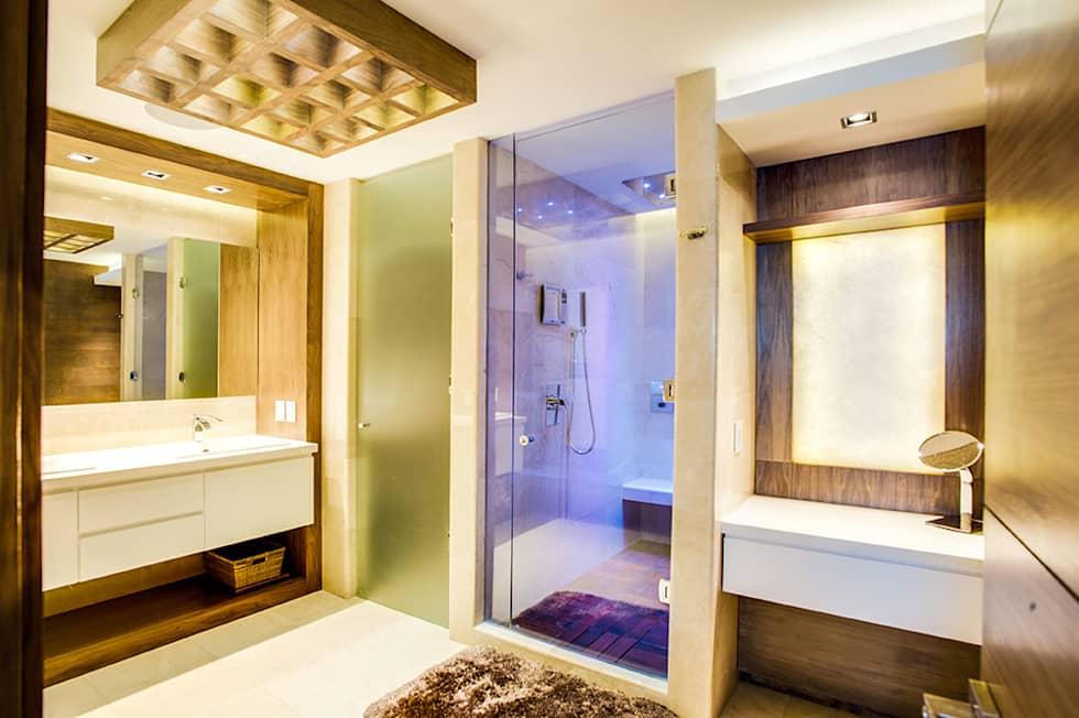Baños con regadera modernos y fabulosos con luces de colores