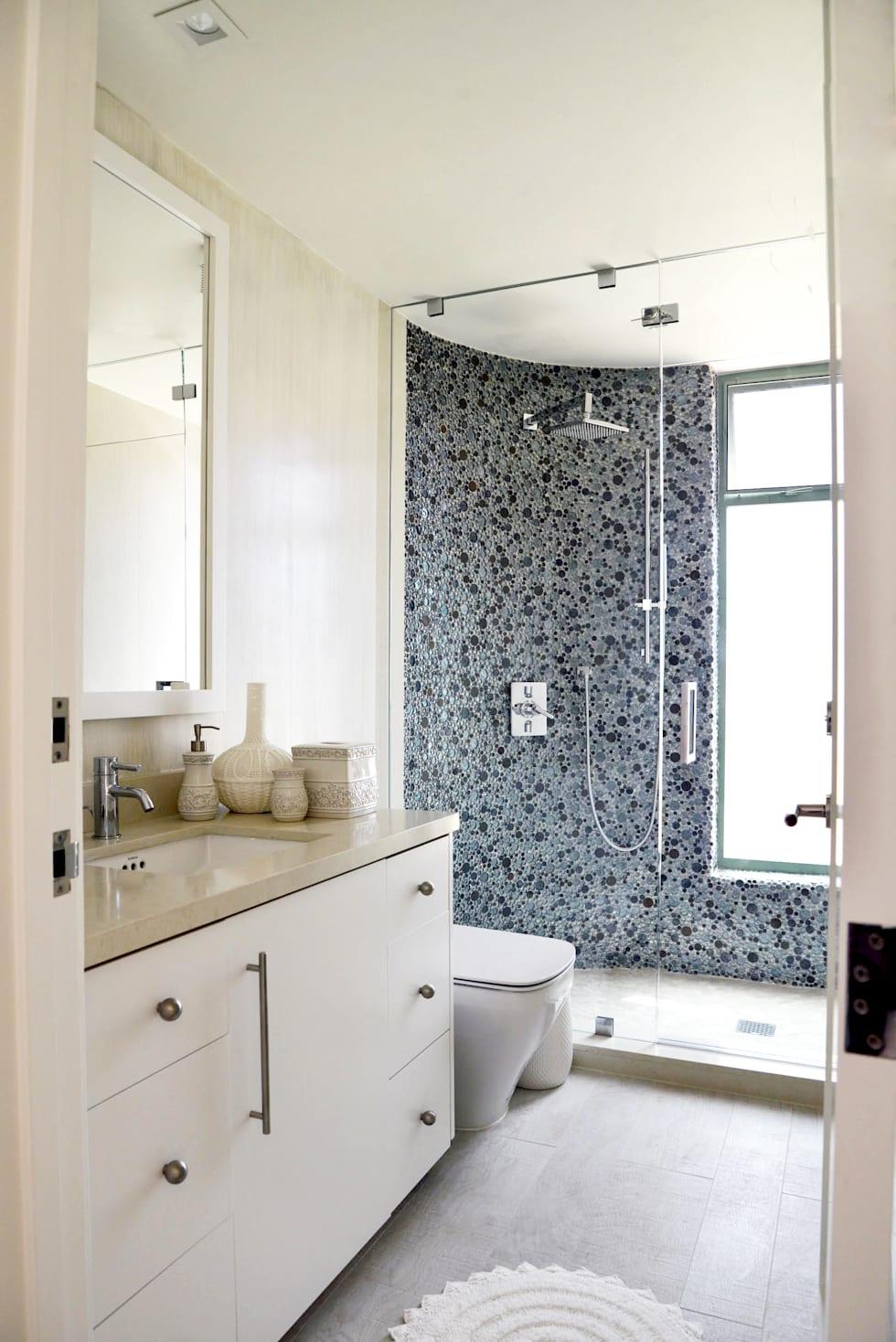Baños con regadera modernos y fabulosos con puertas invisibles