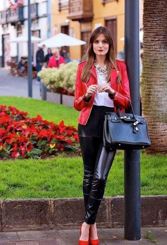 Chamarra de cuero roja para outfit