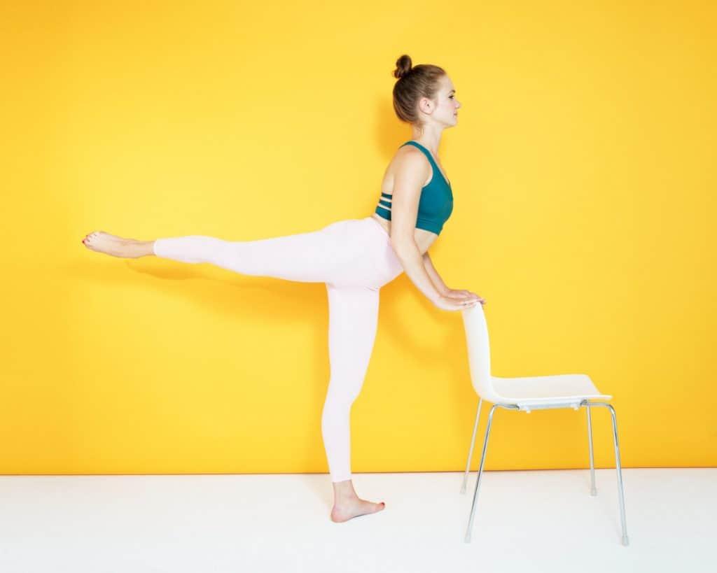 Cómo ejercitar los glúteos con ejercicios arabesque kickbacks