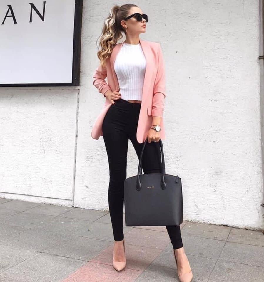 Cómo lucir un blazer rosa para oficina