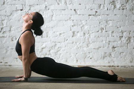 Cómo quemar grasa del vientre por la mañana con yoga