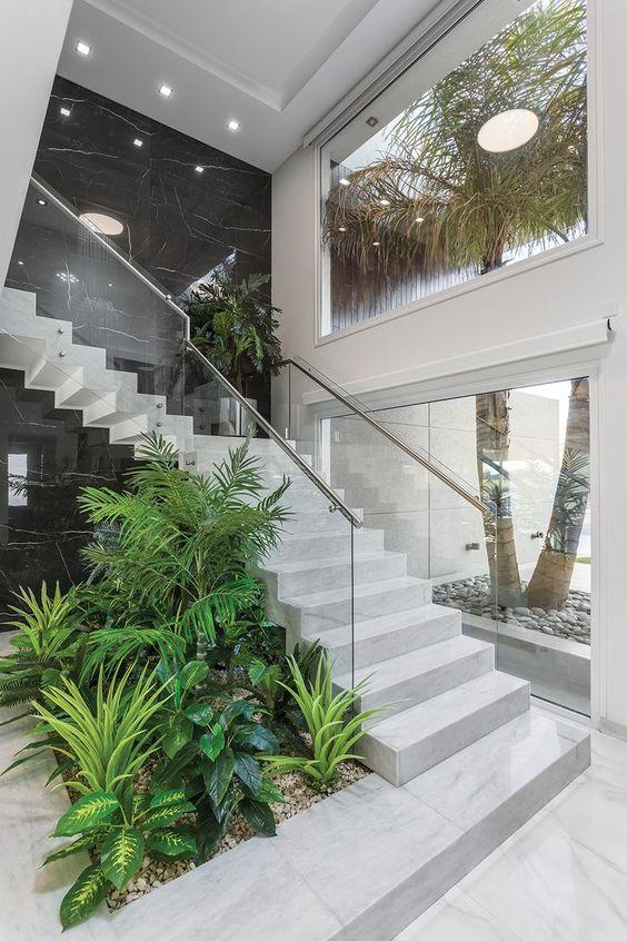 Diseños de jardines para interiores en escaleras