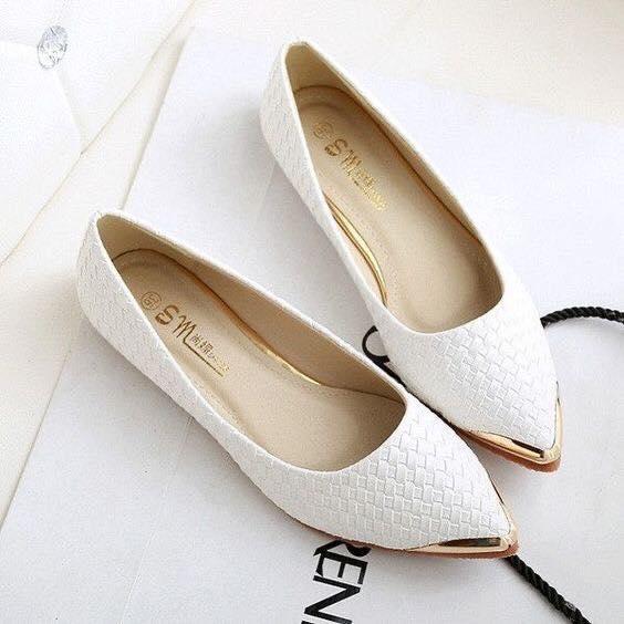 Flats con patrón de serpiente en blanco y oro