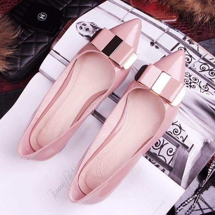 Flats puntiagudas con moño en rosa cuarzo para las que no usan tacones