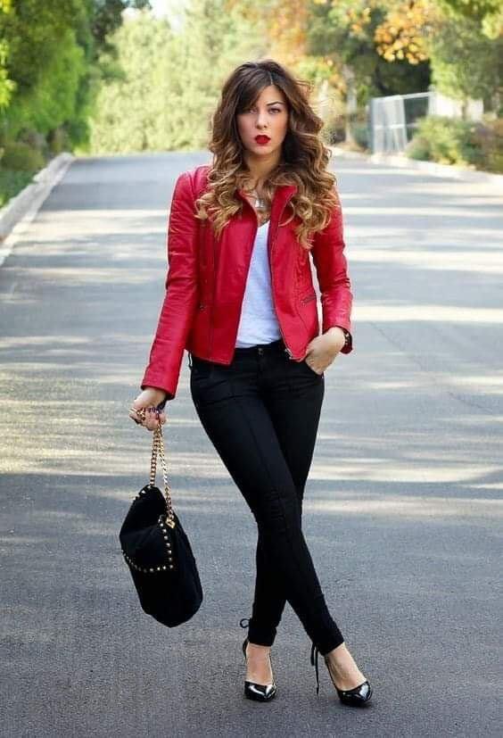 Look básico con chamarra en color rojo