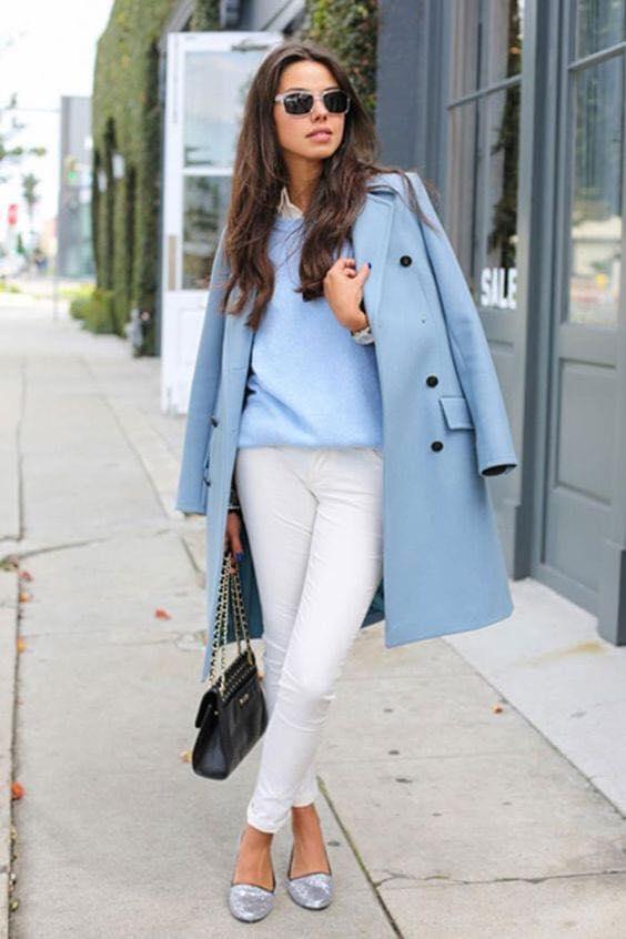 Look con saco para combinación blanco y azul