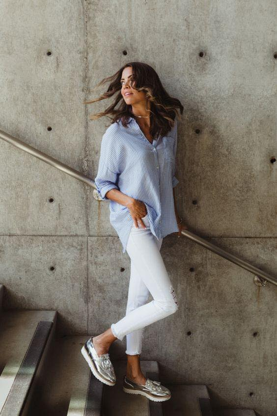 Outfit casual con combinación blanco y azul