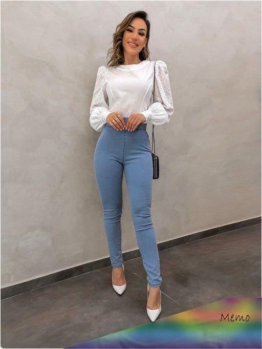 Outfit con jeans a la cintura para trabajar