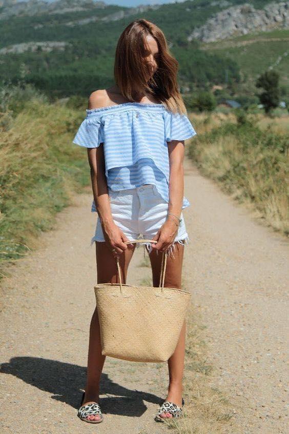 Outfit con short y blusa azul para mujeres