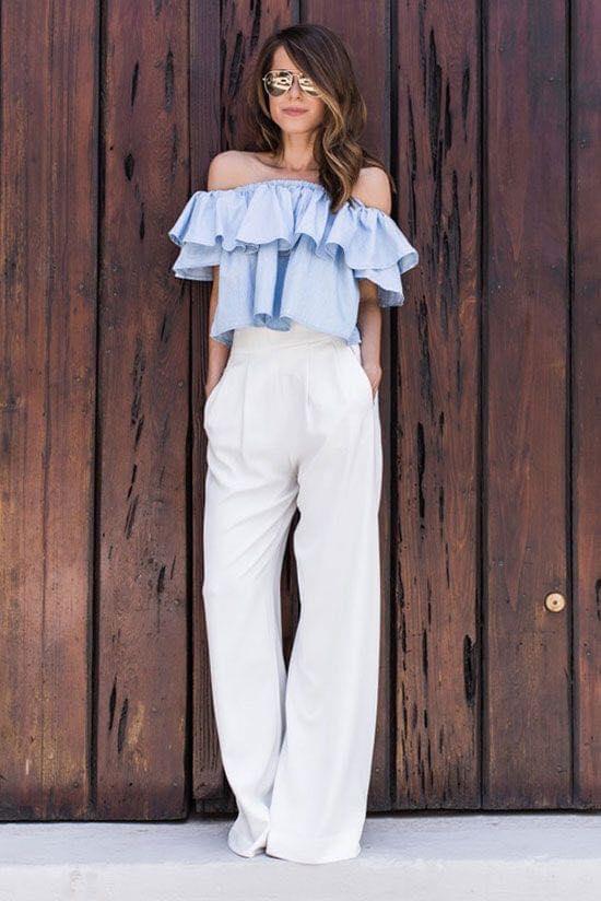 Outfit de blusa con holanes y pantalón de vestir