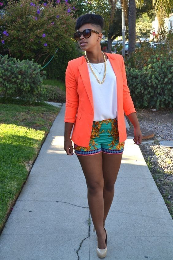 Outfits con shorts y blazer color neón