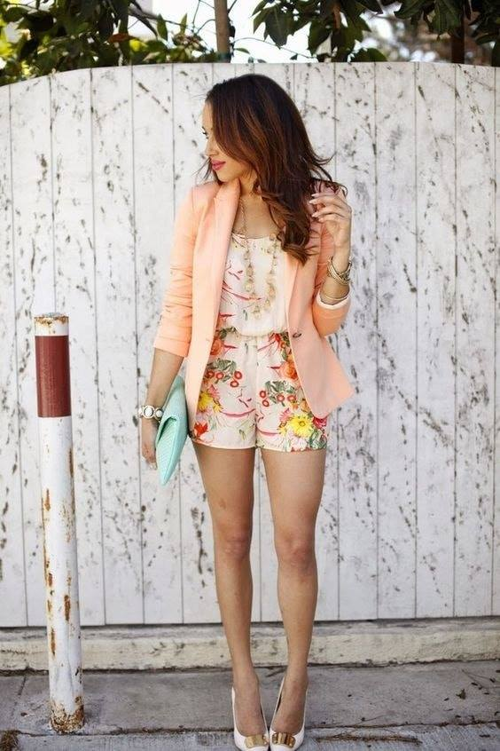 Outfits con shorts y blazer con conjunto floreado