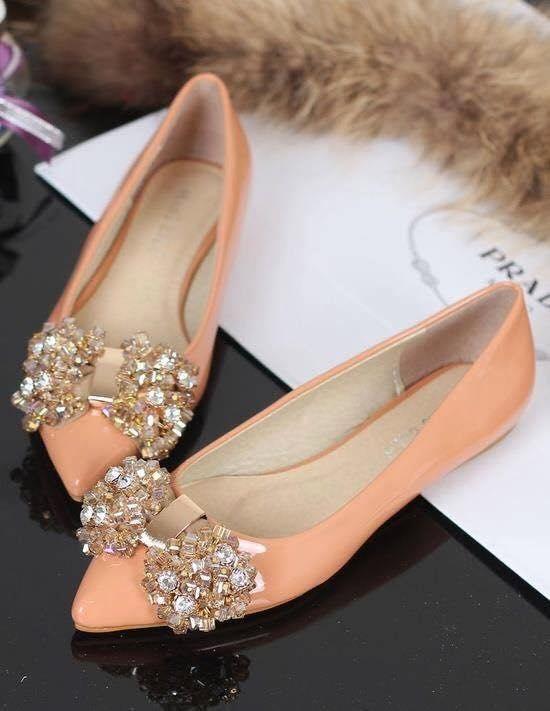 Zapatos sin tacón con detalles en pedrería