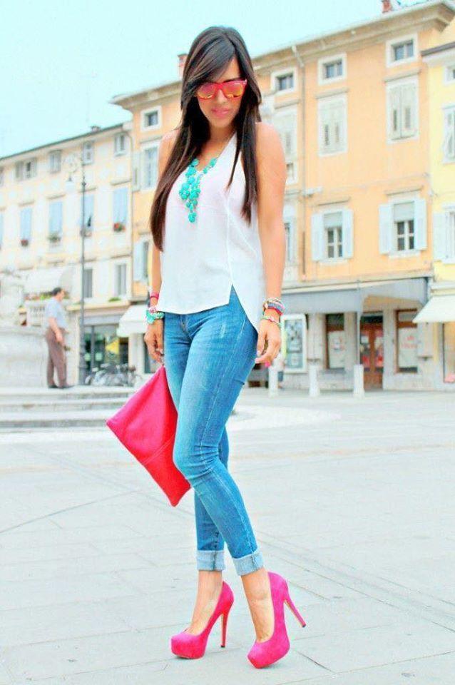 Combinación en colores neón con zapatillas rosas