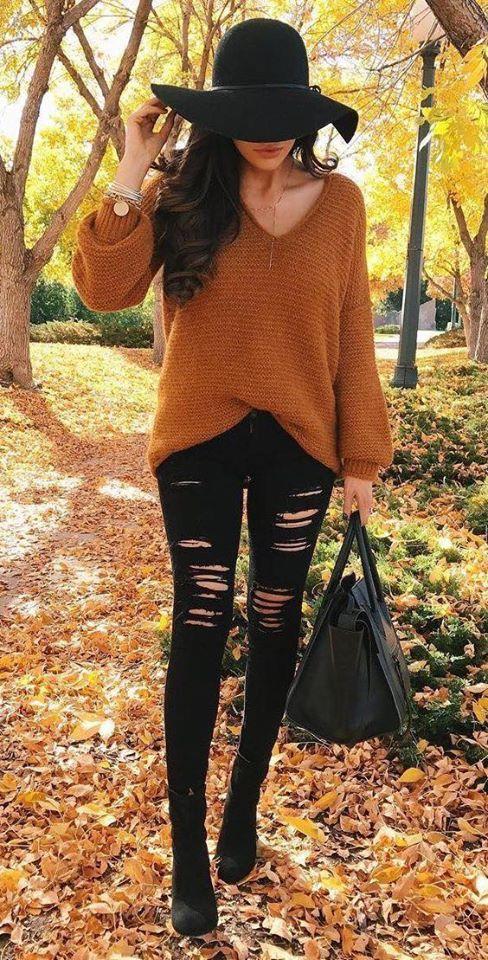 Combinación de jeans negros con color para el otoño