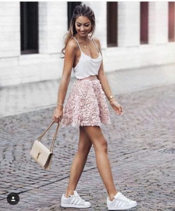 Falda con pétalos de tela para el verano