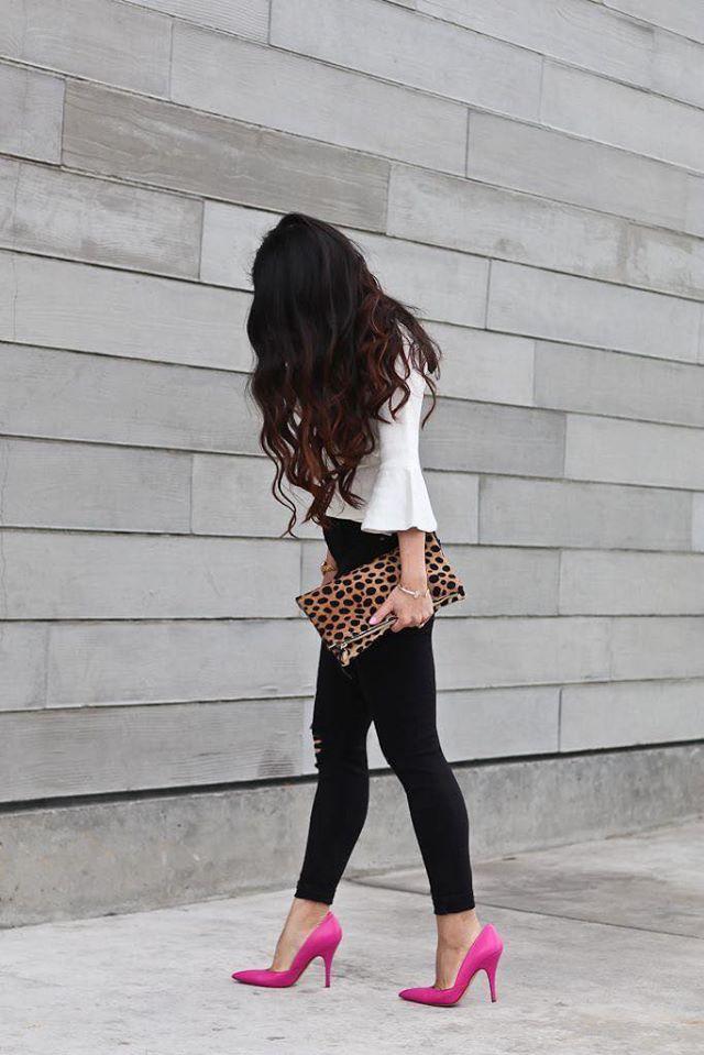 Look casual con animal print y zapatillas rosas