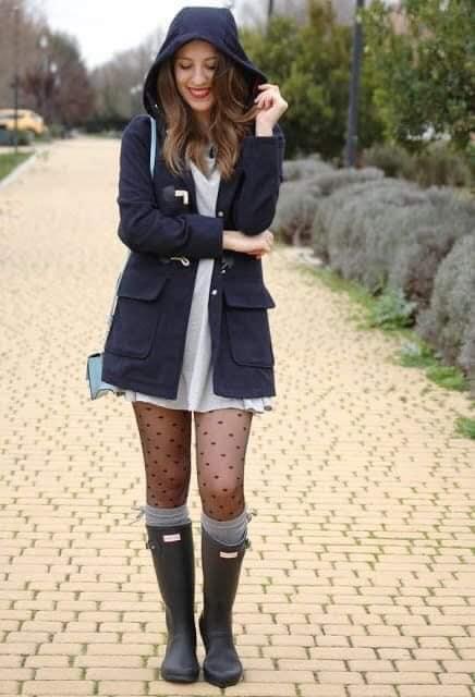 Medias con decorado de puntos y botas para lluvia