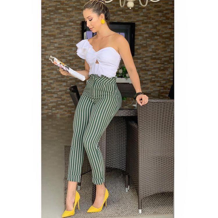 Outfit con tacones color mostaza